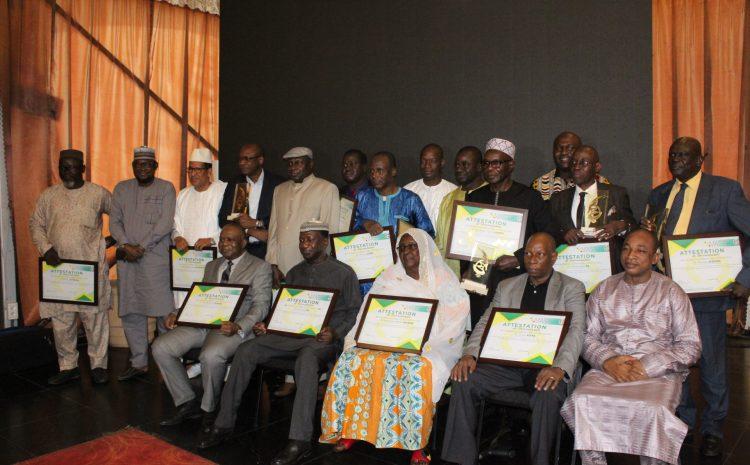 Cérémonie de remise de trophée et d'attestation aux précurseurs des métiers du service privé de l'emploi au Mali.
