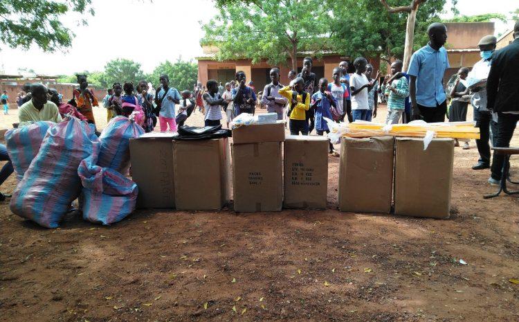 Cérémonie de remise de kits scolaires et matériels didactiques au Groupe Scolaire de Boulkassoumbougou.